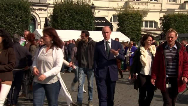 Leave supporters views on the progress of talks and the UK's prospects outside the EU BELGIUM Brussels EXT Various of people eating and drinking in...