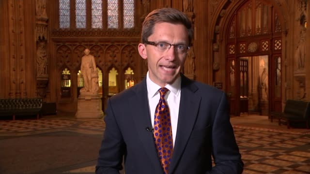 stockvideo's en b-roll-footage met legal challenge over role of parliament in triggering article 50 london westminster house of commons reporter to camera sot sir bill cash mp... - artikel
