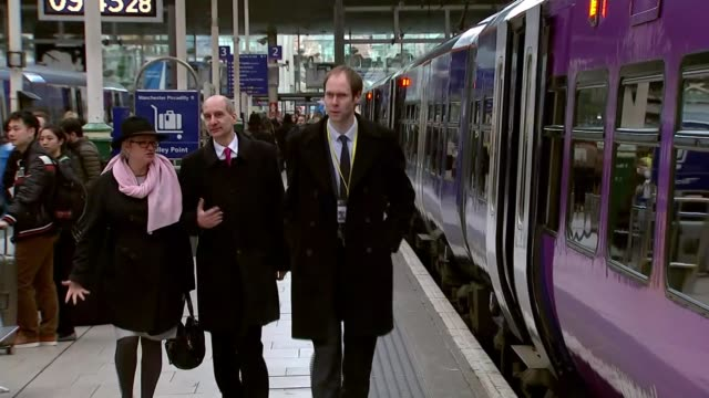 Lord Adonis resigns as infrastructure tzar 1532016 / R15031609 Manchester Manchester Piccadilly Station INT Lord Adonis along platform
