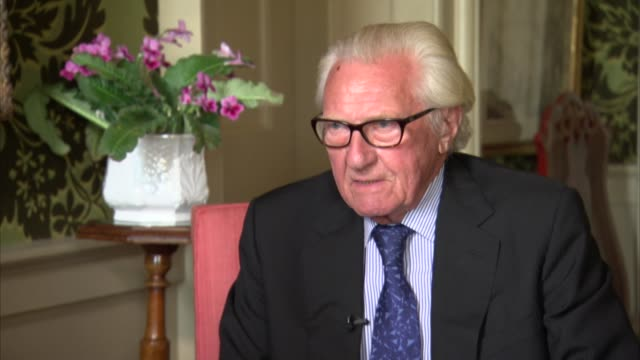 stockvideo's en b-roll-footage met lord heseltine interview england oxfordshire int lord heseltine interview re brexit policy document sot - oxfordshire