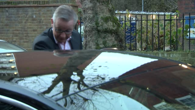 michael gove doorstep england london ext michael gove mp along to car as ignoring questions about a possible brexit divorce bill settlement sot - michael gove stock-videos und b-roll-filmmaterial