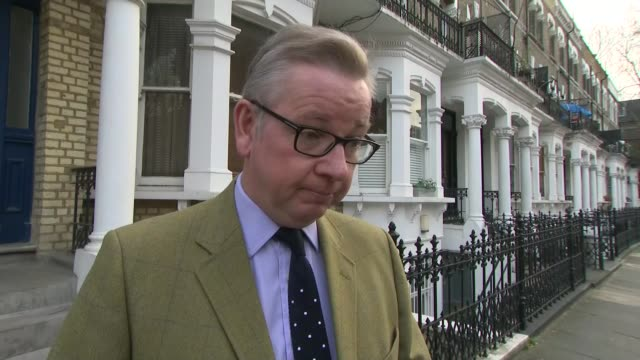 michael gove doorstep interview england london ext michael gove mp interview sot re banning plastic straws / brexit taking up time / - michael gove stock-videos und b-roll-filmmaterial