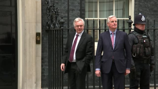 michel barnier says uk must make up its mind england london downing street ext david davis mp and michel barnier along and into number 10 hillary... - hilary benn stock-videos und b-roll-filmmaterial