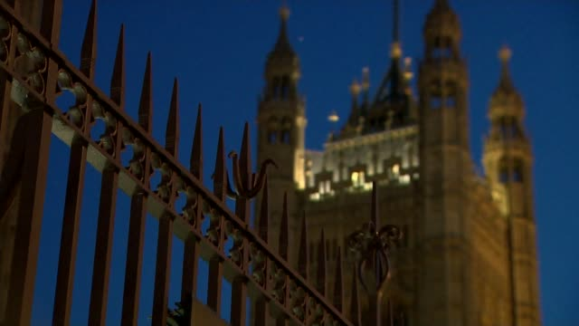mps pessimistic over prospect of new concessions from eu on withdrawal agreement england london westminster fence with victoria tower in background - victoria tower stock-videos und b-roll-filmmaterial
