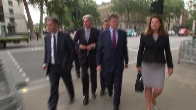 vidéos et rushes de mps prepare to vote on seizing control of parliamentary agenda from government england london westminster college green ext wide shot eu and ukip... - parlement britannique