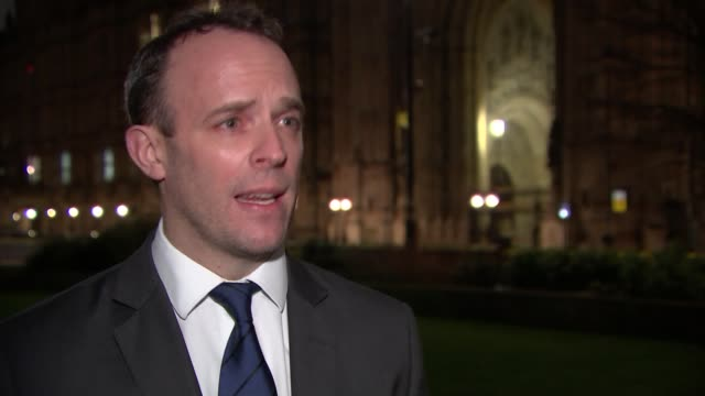 mps vote in favour of article 50 bill: reaction; brexit: mps vote in favour of article 50 bill: reaction; england: london: westminster: ext/night... - 記事点の映像素材/bロール