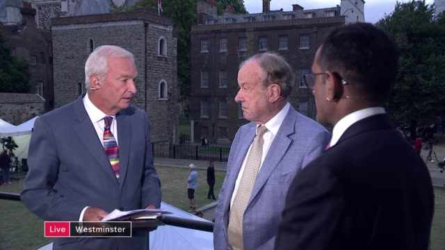 stockvideo's en b-roll-footage met new report from king's college london analyses impact of no deal; england: london: westminster: ext anand menon and john mills live interview sot -... - channel 4 news