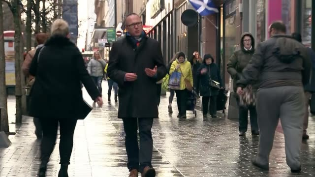 vídeos y material grabado en eventos de stock de nicola sturgeon outlines cost to scottish economy of leaving eu without trade agreement glasgow blurred shot of shoppers along on street pull... - glasgow escocia