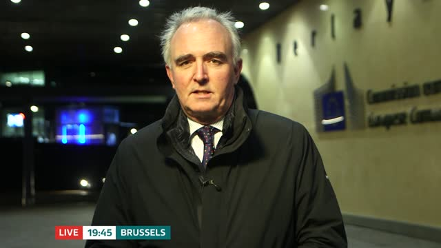 stockvideo's en b-roll-footage met no new deadline set for brexit talks; belgium: brussels: ext / night reporter to camera live - politics