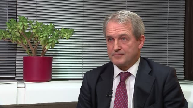 owen paterson interview england london int owen paterson mp interview sot re legal challenge to brexit - オーウェン・パターソン点の映像素材/bロール