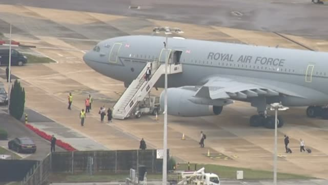 stockvideo's en b-roll-footage met parliament resumes after suspension ruled unlawful / row over boris johnson's comments on jo cox england london heathrow airport royal air force... - britse leger