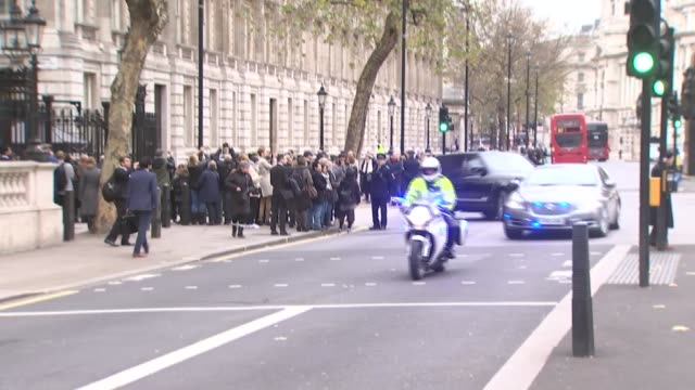 vídeos y material grabado en eventos de stock de pmqs theresa may car departure from downing street and along whitehall england london downing street ext convoy of cars one carrying theresa may mp... - convoy