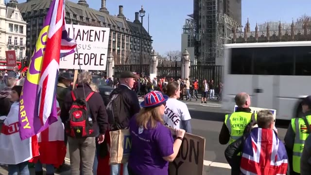 pro-brexit parliament square protest; england: london: westminster: parliament square: ext pro-brexit protesters in parliament square, with small... - 2016 european union referendum stock videos & royalty-free footage