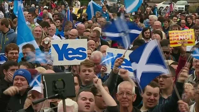 Scottish Independence row escalates as Parliament approves Brexit Bill R17091415 / TX SCOTLAND Glasgow 'Yes' supporters holding placards and waving...