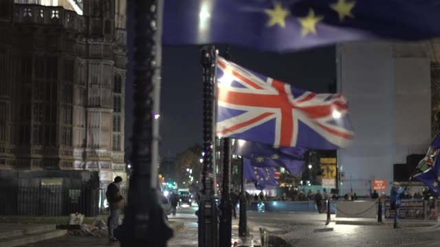 Senior cabinet ministers summoned to Downing Street to review draft Brexit deal ENGLAND London Westminster EU flags PULL FOCUS Union Jack flags...