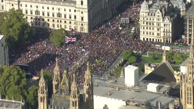 series of showdowns between government and opposition poised for week ahead england london westminster shots of antibrexit protesters packing streets... - protestor stock videos & royalty-free footage
