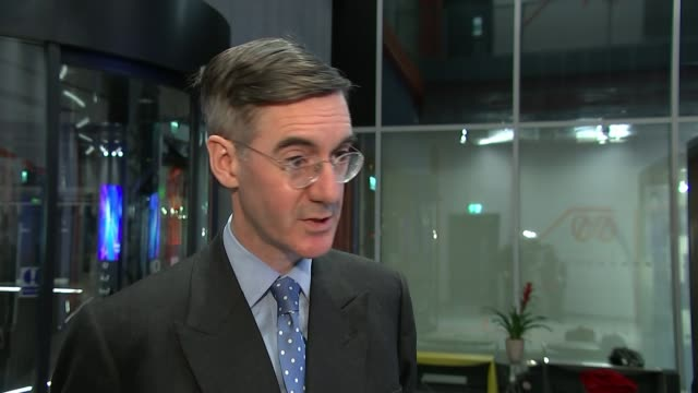stephen barclay insists vote will go ahead as pro and antibrexit campaigners protest deal uk london jacob reesmogg mp interview / empty house of... - itv weekend evening news点の映像素材/bロール