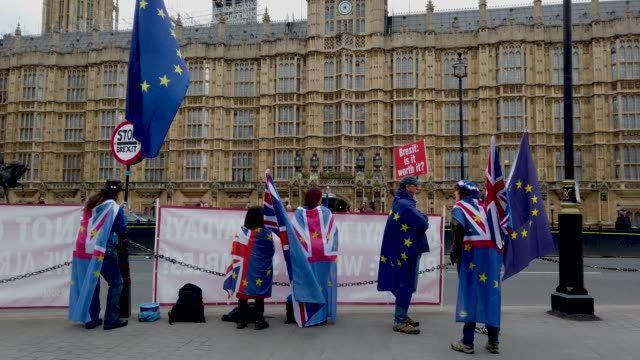 brexit supporters protest in westminster for the the final leg of the march to leave rally on march 29, 2019 in london, england. the march to leave... - 欧州連合旗点の映像素材/bロール
