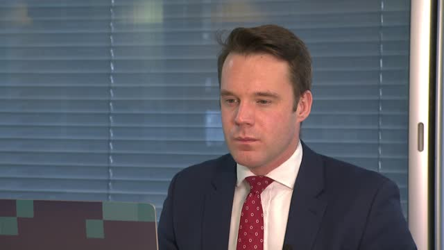 stockvideo's en b-roll-footage met talks in brussels aimed at reaching a post-brexit deal continue; england: int david davis mp interview via internet sot gir: philippe lamberts mep... - politics
