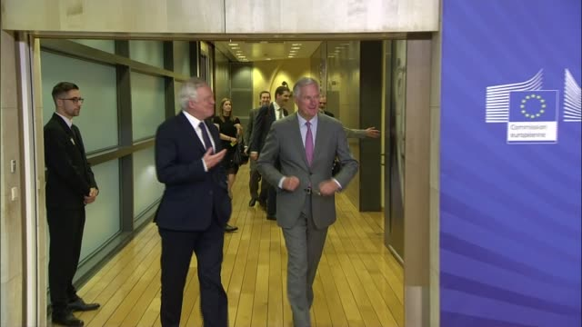 talks stall over divorce bill and citizens' rights belgium brussels european commission various of michel barnier and david davis towards and... - europäische kommission stock-videos und b-roll-filmmaterial