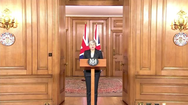 vídeos de stock e filmes b-roll de theresa may delivers statement blaming mps for failure to pass deal; england: london: downing street: int theresa may mp towards up to podium and... - cargo governamental