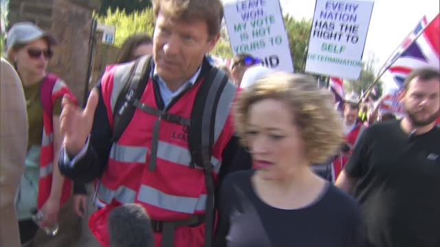 theresa may loses third vote on her eu deal 'march to leave' probrexit protest england london ext protesters along march to leave protest route... - 2016 european union referendum stock videos & royalty-free footage