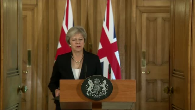 vidéos et rushes de theresa may makes downing street statement calling for more respect from eu england london downing street int theresa may mp up to podium and speech... - respect
