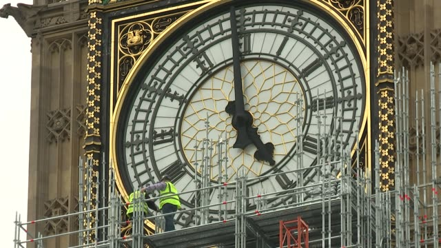 theresa may makes statement to commons on brexit talks westminster ext close shot of big ben clock face with workers on surrounding scaffolding... - scaffolding stock videos & royalty-free footage