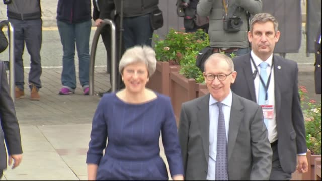 vídeos de stock, filmes e b-roll de theresa may makes statement to commons on brexit talks lib / t04101706 manchester conservative party conference ext prime minister theresa may mp... - marido