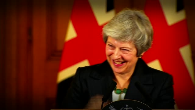 stockvideo's en b-roll-footage met theresa may tells critics that a leadership challenge won't help brexit england london downing street theresa may mp press conference - democratie