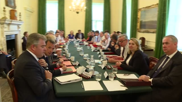 stockvideo's en b-roll-footage met theresa may wins crucial customs union vote by just six votes uk london downing street theresa may mp chairing cabinet meeting england london downing... - prime minister