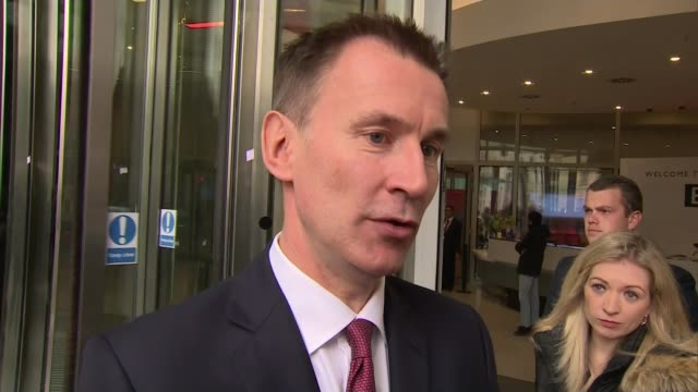 vidéos et rushes de theresa may writes letter to british public requesting support as ministers criticise deal uk london new broadcasting house jeremy hunt mp interview... - grand duché du luxembourg
