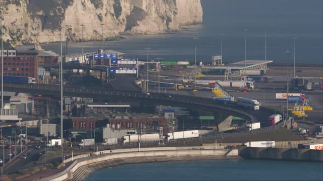 stockvideo's en b-roll-footage met prepares to leave eu trading rules; england: kent: hythe: lympne: ext lorenzo zaccheo set up shots with reporter / interview sot dover: townscape... - itv