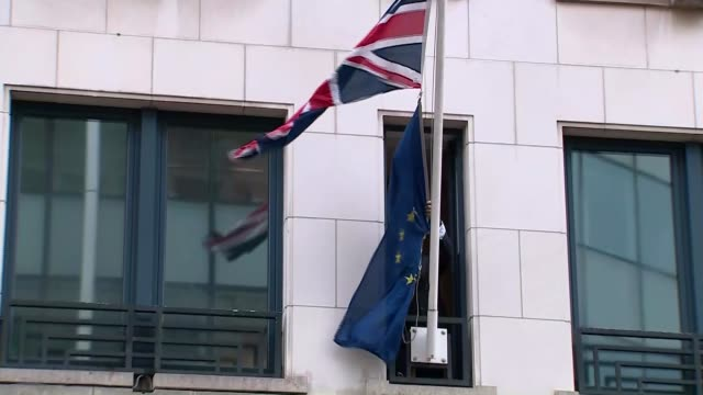 stockvideo's en b-roll-footage met united kingdom leaves the european union belgium brussels ext eu flag being taken down outside the uk's european union office - politics