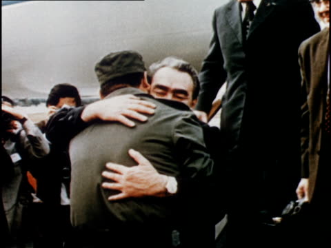 vídeos de stock e filmes b-roll de brezhnev exits plane at airport and is greeted by cheering crowds and fidel castro with hug - leonid brezhnev