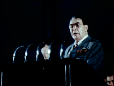 vídeos de stock e filmes b-roll de brezhnev gives speech to massive rally in havana part 1 of 3 - leonid brezhnev