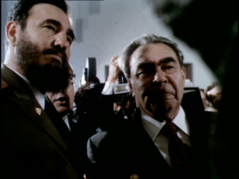 vídeos de stock e filmes b-roll de brezhnev presents cuban communist party with a bust of vladimir lenin - leonid brezhnev