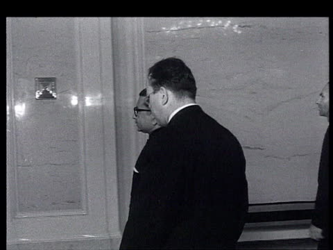 stockvideo's en b-roll-footage met brezhnev receives in moscow kremlin the new ambassador from sri lanka ; early 1960s, between may 1960 and july 1964, as brezhnev is still chairman of... - voorzitter