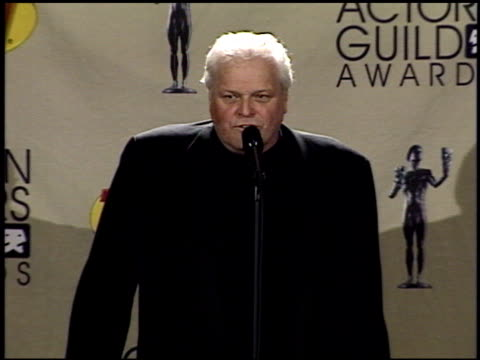 brian dennehy at the 2001 screen actors guild sag awards at the shrine auditorium in los angeles california on march 11 2001 - brian dennehy stock videos & royalty-free footage