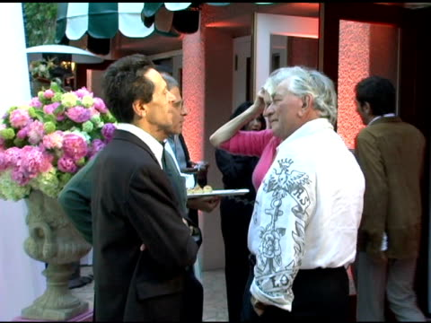 brian grazer and peter falk at the launch party for gigi levangie grazer's new novel 'the starter wife' on may 25 2005 - peter falk stock-videos und b-roll-filmmaterial