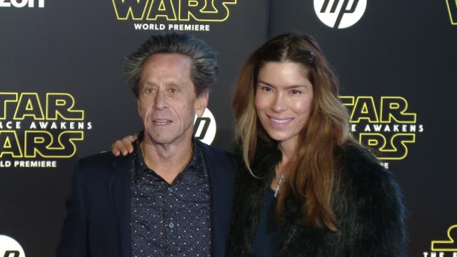 vídeos de stock, filmes e b-roll de brian grazer and veronica smiley at the star wars the force awakens world premiere at tcl chinese theatre on december 14 2015 in hollywood california - brian grazer