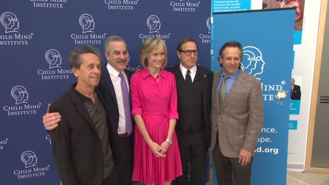 vídeos de stock, filmes e b-roll de brian grazer dr harold koplewicz willow bay david o russell and jason katims child mind institute presents a leading role how film and tv can change... - brian grazer