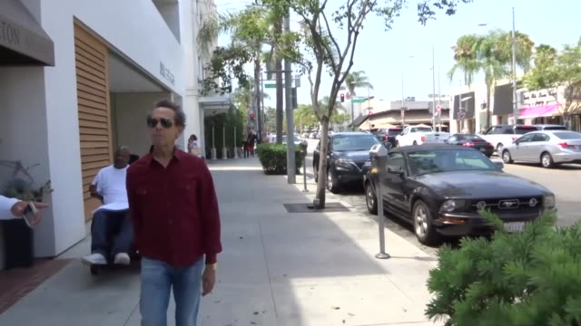 vídeos de stock, filmes e b-roll de interview brian grazer on ron howard stepping in to direct the han solo film while shopping in beverly hills at celebrity sightings in los angeles on... - brian grazer