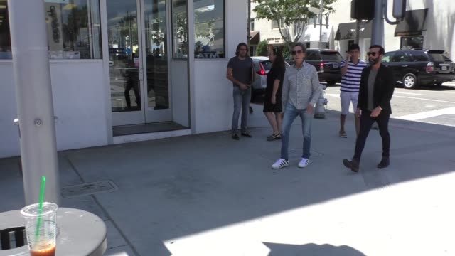 vídeos de stock, filmes e b-roll de brian grazer shopping in beverly hills at celebrity sightings in los angeles on august 18 2017 in los angeles california - brian grazer