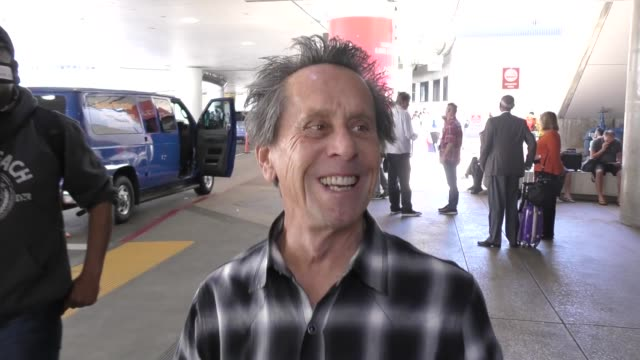 vídeos de stock, filmes e b-roll de interview brian grazer talks about his recent trip to africa while arriving at lax airport in los angeles in celebrity sightings in los angeles - brian grazer