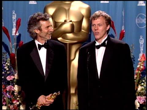 vidéos et rushes de brian helgeland at the 1998 academy awards at the shrine auditorium in los angeles california on march 23 1998 - 70e cérémonie des oscars