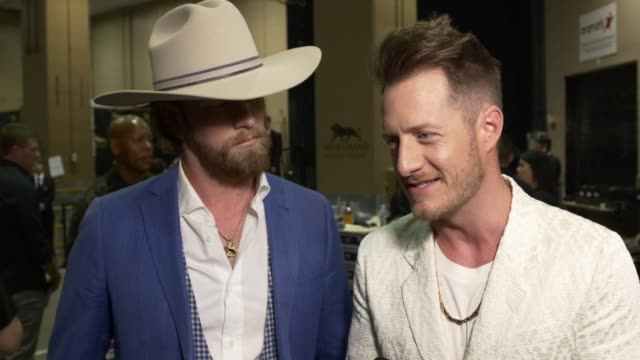 vidéos et rushes de interview brian kelley tyler hubbard at the 2019 billboard music awards at mgm grand garden arena on may 01 2019 in las vegas nevada - billboard music awards