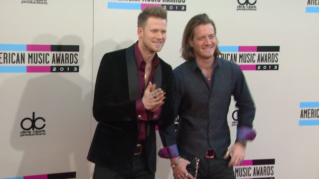 vídeos de stock e filmes b-roll de brian kelly and tyler hubbard of florida georgia line arrive at the 2013 american music awards arrivals - american music awards