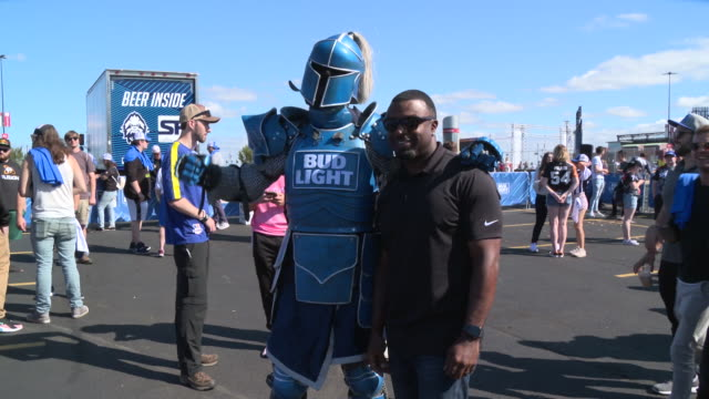 brian westbrook at bud light payload truck moved ahead of overwatch league finals in philadelphia at wells fargo center on september 29, 2019 in... - brian wells stock videos & royalty-free footage