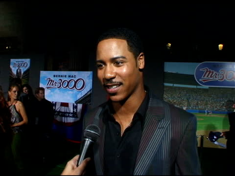 brian white on working with bernie mac at the 'mr 3000' los angeles premiere arrivals at the el kapitan theater in hollywood, california on september... - バーニー マック点の映像素材/bロール